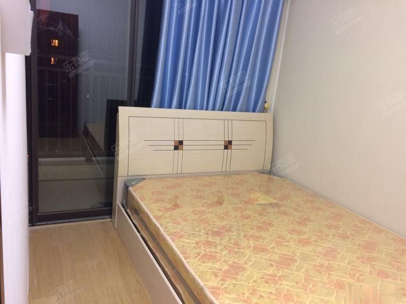 超好的地段,可直接入住,风临四季 2300元 2室2厅1风临四季