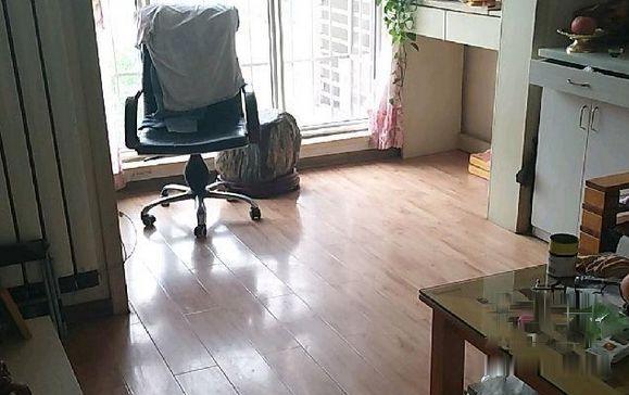 龙泉西里 85万 2室2厅1卫 精装修居住上学不二选择!