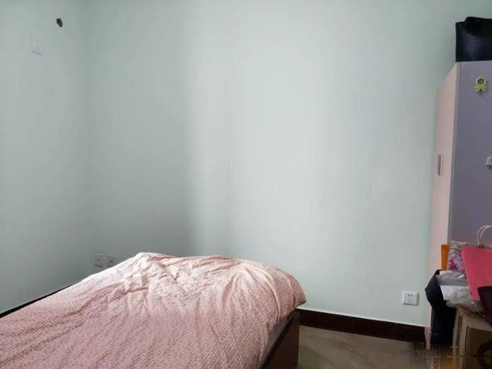 高新区世隆华都精装大3房,价格可谈,阳光可以洒进房间