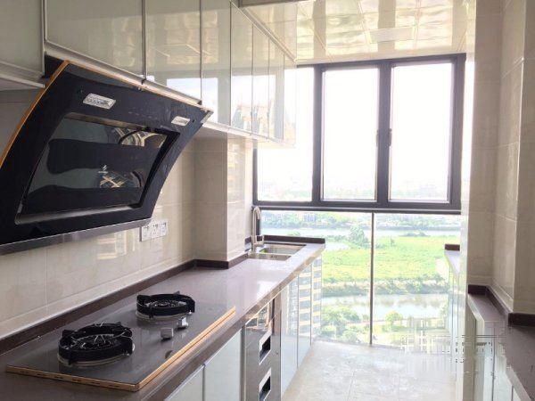 圣河西E号 2400元 3室2厅2卫 精装修,楼层好,有