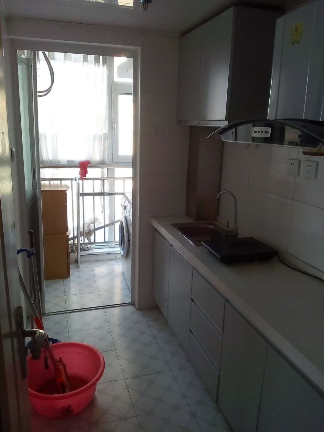 宝湖公园对面鲁银城市公元58平精装公寓1200/月急租拎