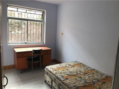 新新家园 850元 3室2厅1卫 普通装修,家电家具齐全