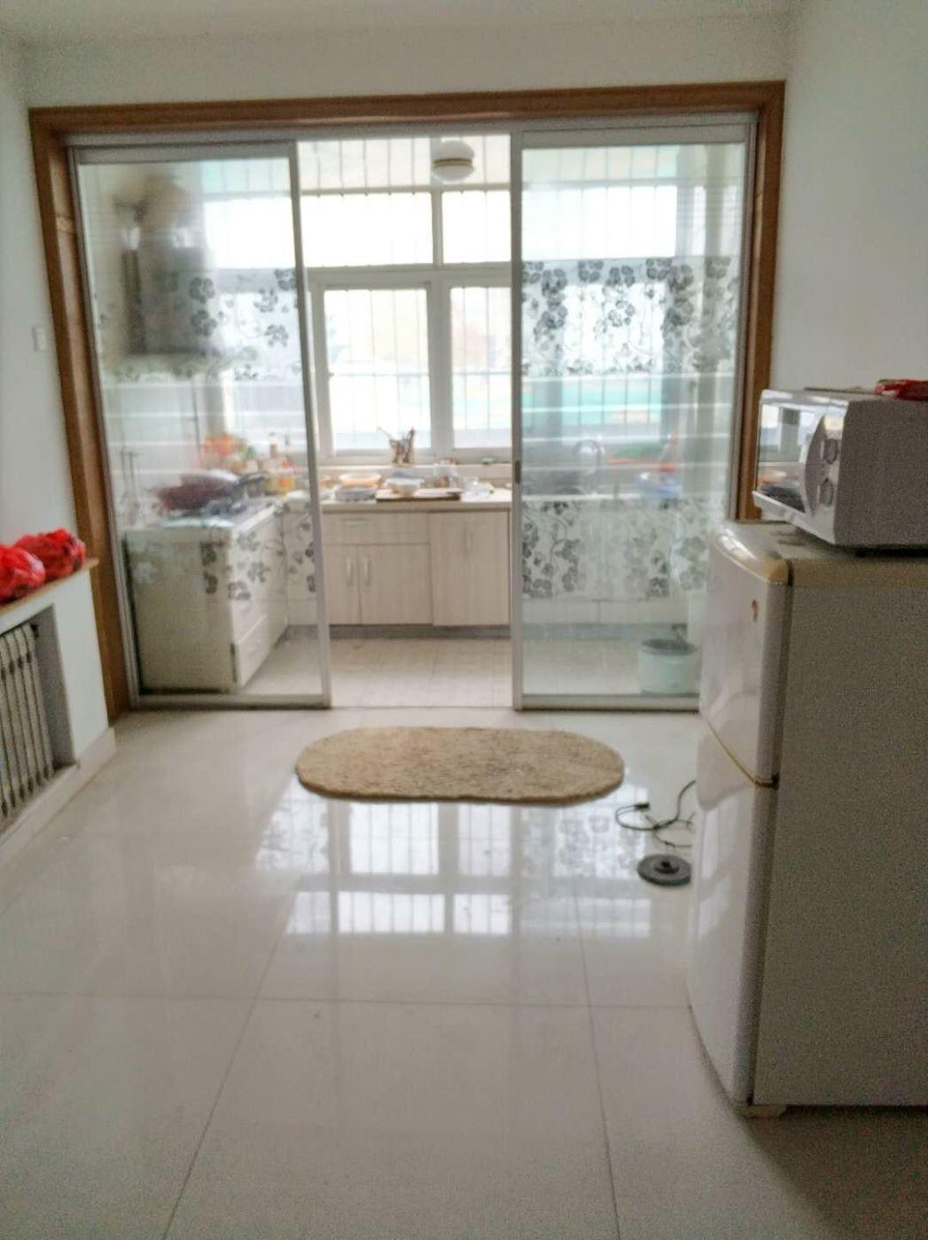 新世界花园 1400元 3室2厅1卫 中装,家具家电齐全