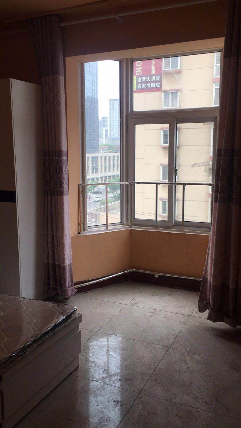 超好的地段,可直接入住,长风公寓 600元 1室0厅0卫长风公寓