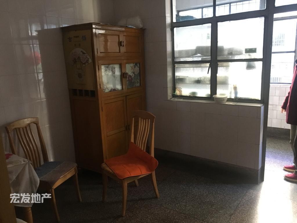 大广场烟厂生活区部长房出租 带家具家电南北通透 楼层好