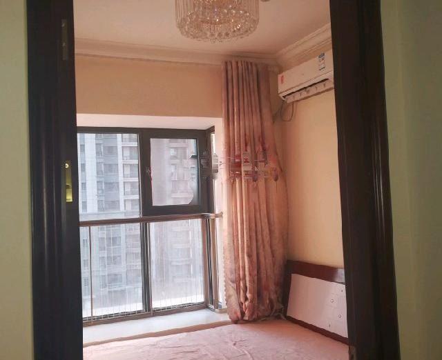 低价出租恒大名都 1600元 2室2厅1卫 普通装修,随