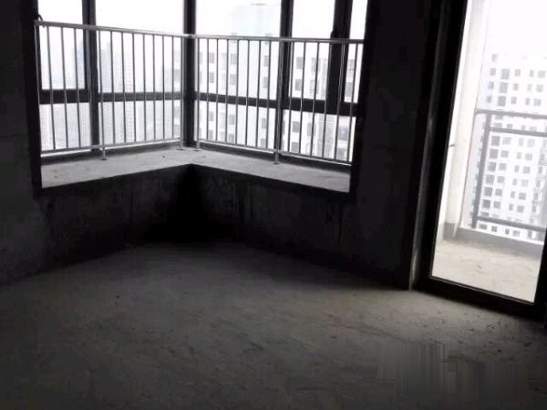 东辰壹号御景125万4室2厅2卫带车位满两年