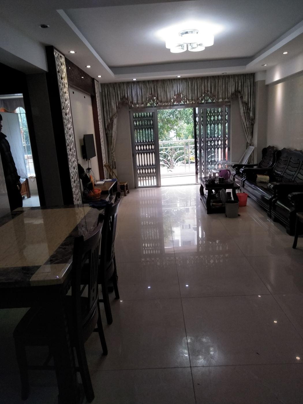 华苑花园84平方 2房2厅2卫 带豪华装,家私出售后 即