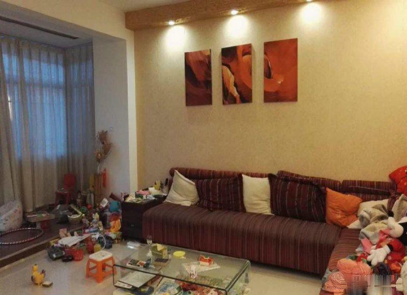 葫田二区附近广电局带车库4室精装好房现卖114万