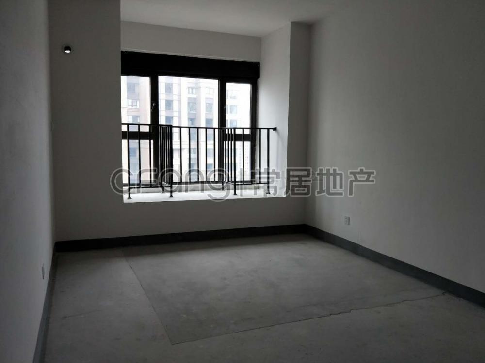 世茂香槟湖三期 185万 3室2厅2卫 普通装修好房不要