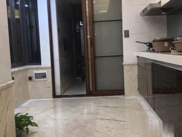 西粤京基城社区4室2厅155万只因急售