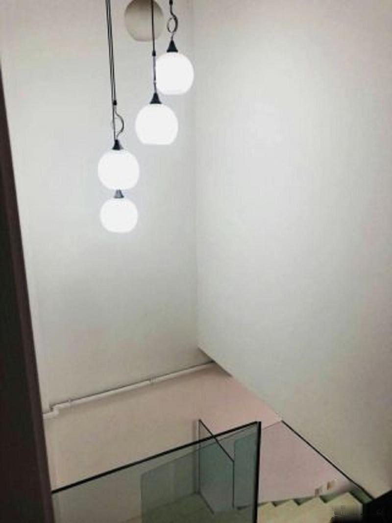 海悦公寓 全新精装修 首次出租 还有露台 看房有钥匙海悦公寓