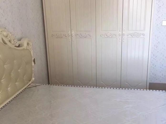 宝洲路大富豪万达广场附近崇德华庭欧式家具家电全新贴壁纸温