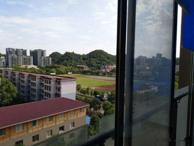 出售:都市国际187平5室2厅精装修.产权满二.景观军区
