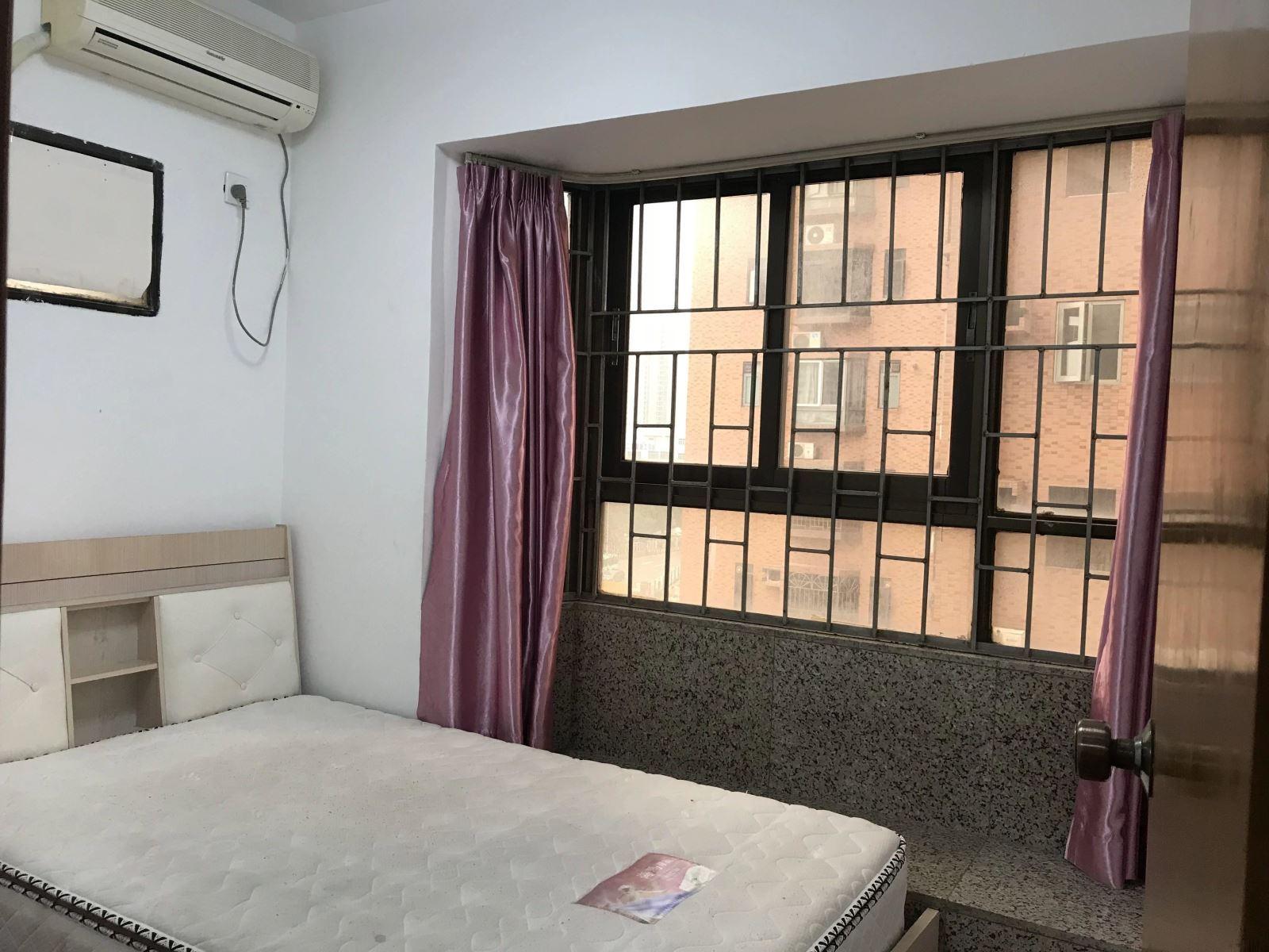 5000 租2房1厅 比1房1厅还实在 地铁站近 花园小海滨广场