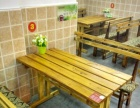 木质餐桌一套 包括两条凳子九成新