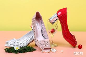 想做中国鞋业的大哥大就加入迪欧摩尼鞋子加盟