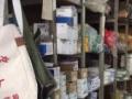因店铺升级现转让一批玻璃货柜、货架