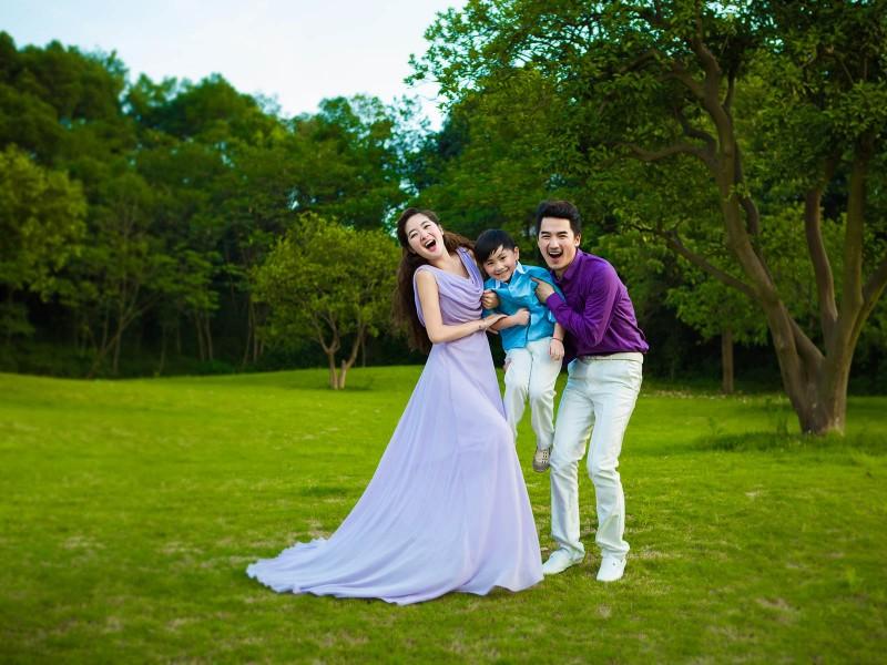 公园外景跟拍仅需1198元,送亲子婚纱照让您一次美个够