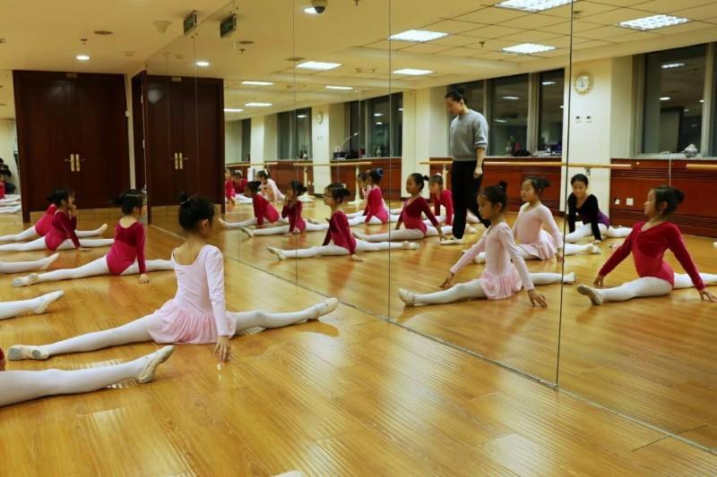 西城儿童医院附近比较不错的舞蹈培训学校有哪些