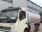 流动给大货车加油的5吨加油车运油车油罐车