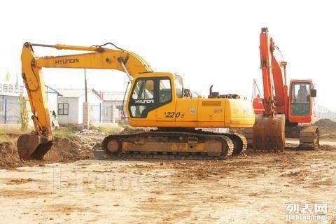 天津市武清区军威工程机械挖掘机,推土机,压路机等设备租赁