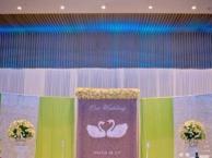 成都馨爱婚礼花艺馆为你承现品质价格兼优的婚礼现场