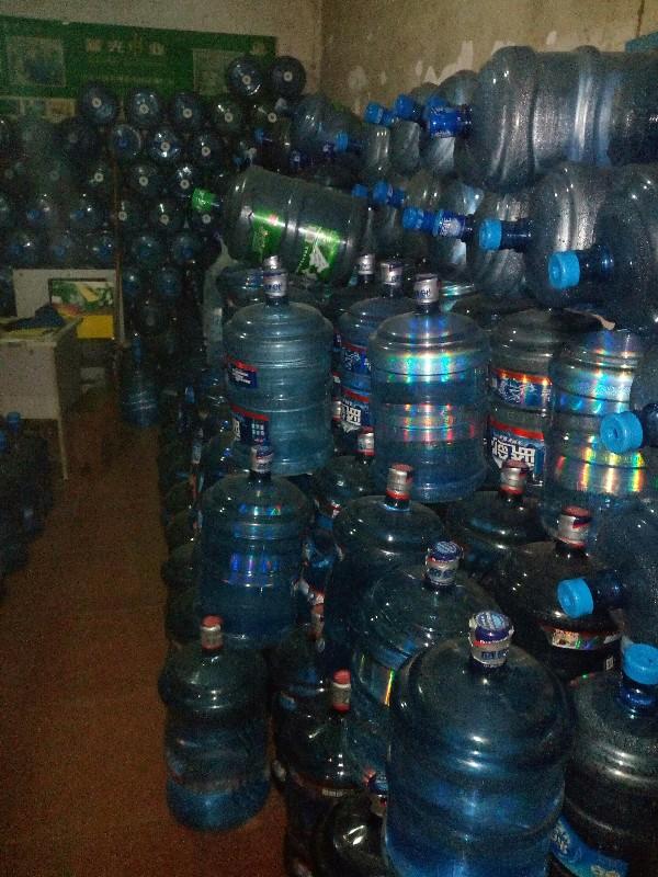 蓝光系列桶装水,怡宝乐百氏全兴系列桶桶装水.