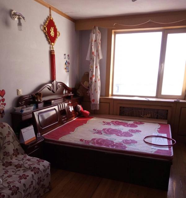 兴隆附近5楼60平2室1厅装修床热水器半年2800元