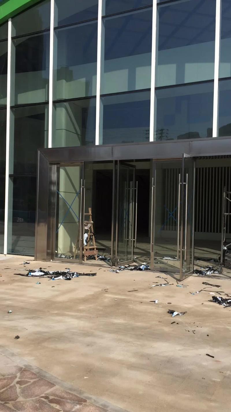 南昌市红谷滩专业玻璃隔断玻璃门安装百叶玻璃隔断