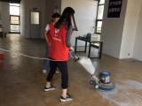 地板拖不干净,找西宁保洁必威来帮你
