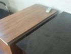9成新办公桌,今年买的,两张只要600。