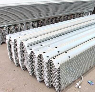 遵义公路工程公司直销喷塑护栏板镀锌防撞栏安装道路护栏板