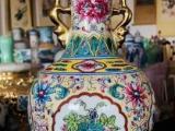 清 乾隆手绘粉彩开窗花卉纹挂耳赏瓶,工艺精美
