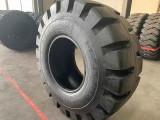 32层级 铲运车 半实心 直角花纹轮胎 26.5-25