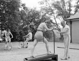 看一看上个世纪的减肥训练营是什么样子的!封闭式减肥训练营