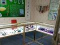 出售九成新珠玉器柜台