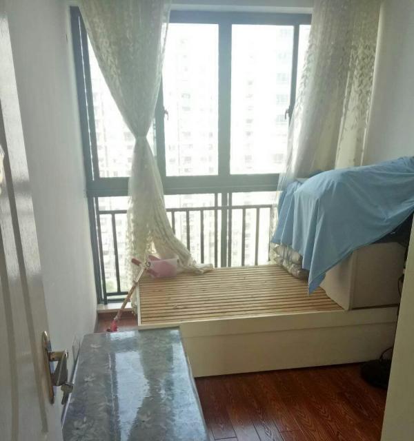 颐和观邸 3室2厅1卫 自住精装房