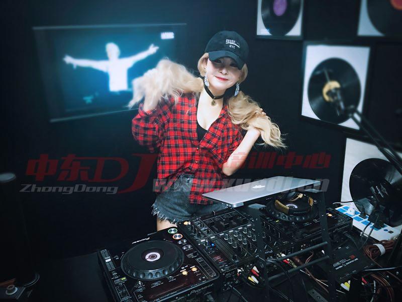 DJ打碟培训,就到河南郑州中东DJ培训学校