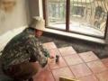 拆除 清运渣土 改水电 贴砖 吊顶 做厨柜 刮腻子