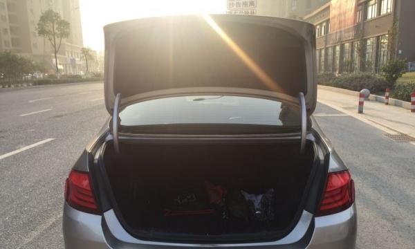 宝马5系2012款 523Li 2.5 自动 豪华型 老板一手车无钥匙启动