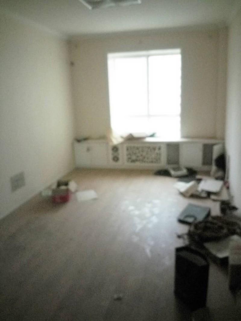 南昌路 中泰世纪花城 4室 2厅 163平米 出售
