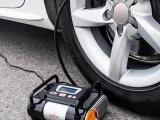 广州汽车救援拖车电瓶搭电启动应急换胎轮胎打气汽车加油