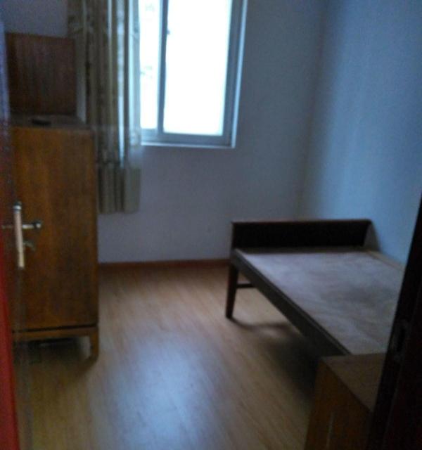 名族商城临近 3室1厅 80平米 精装修 半年付