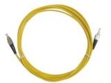 光纤跳线是指光纤两端都装上连接器插头,用
