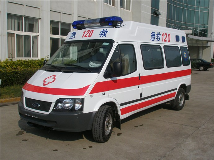 北京救护车外地返乡病人长途护送