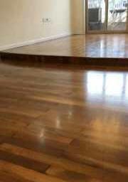 扬州地板翻新公司。旧实木地板打磨刷漆服务