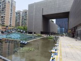 浙商財富中心,有優美水景和廣場,美食街