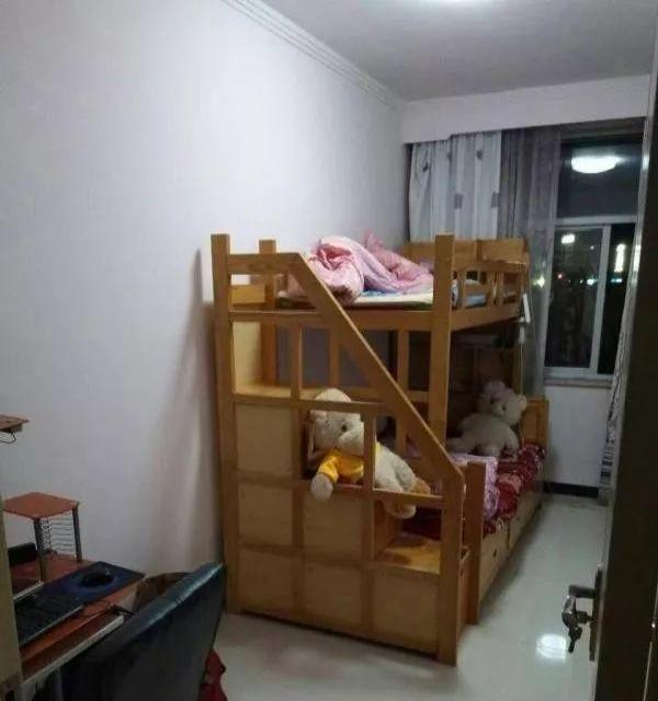 市医院附近 精装3居室 带家具家电 即可拎包入住