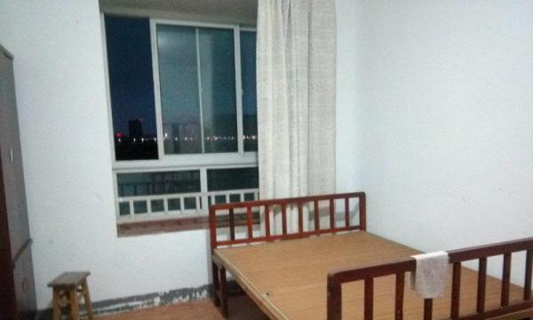 江城国际瑞景苑简单装修,家电家具齐全,交通方便,拎包入住